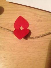 Put some glue on the inside of the card, place a jute ribbon and stick the heart together.